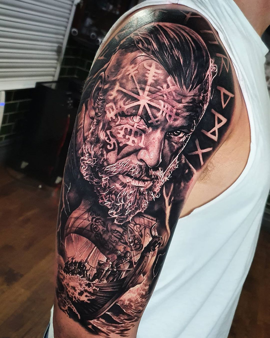 Sleeve theme, Viking and longboat